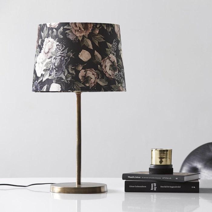 Sofia fløyel lampe fra kitchentime.no