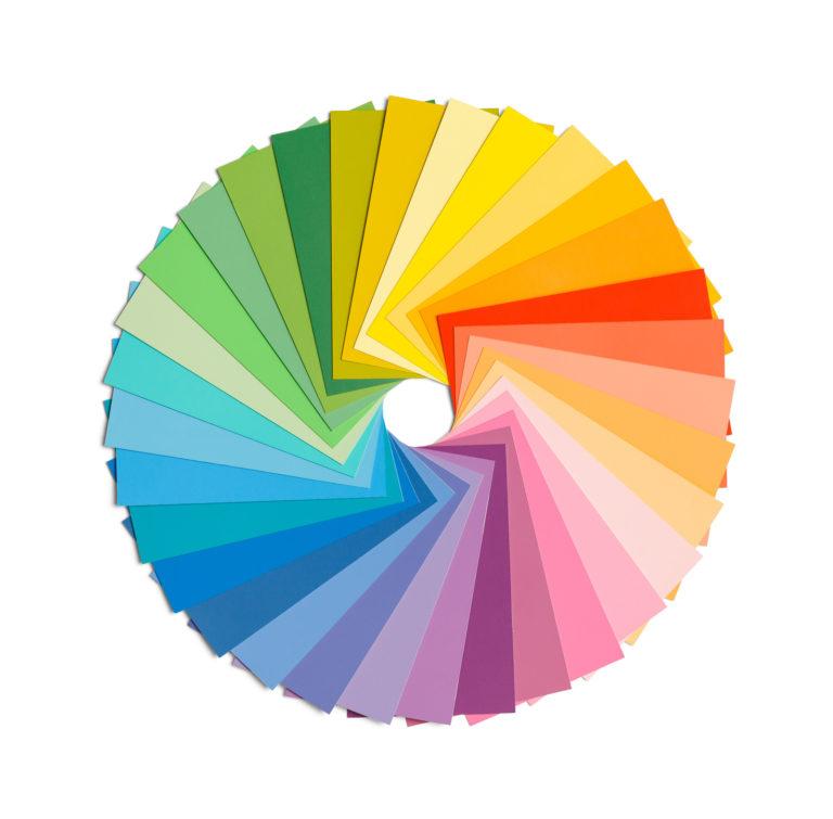 Fargehjulet på hvit bakgrunn