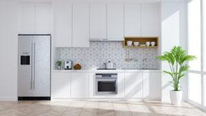 Moderne kjøkken med hvit innredning