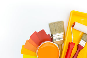 Fargepalett i nabofarger med maleutstyr