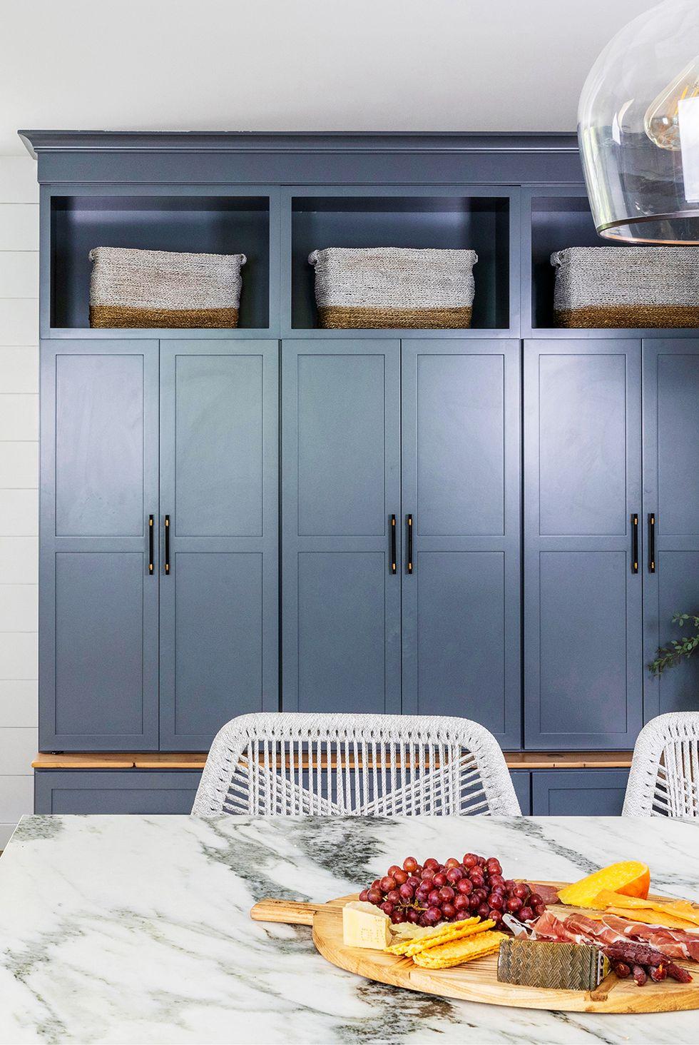 Dyp blå maling på kjøkkenet