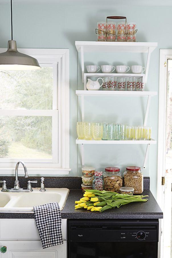 Lyseblå maling på kjøkkenet