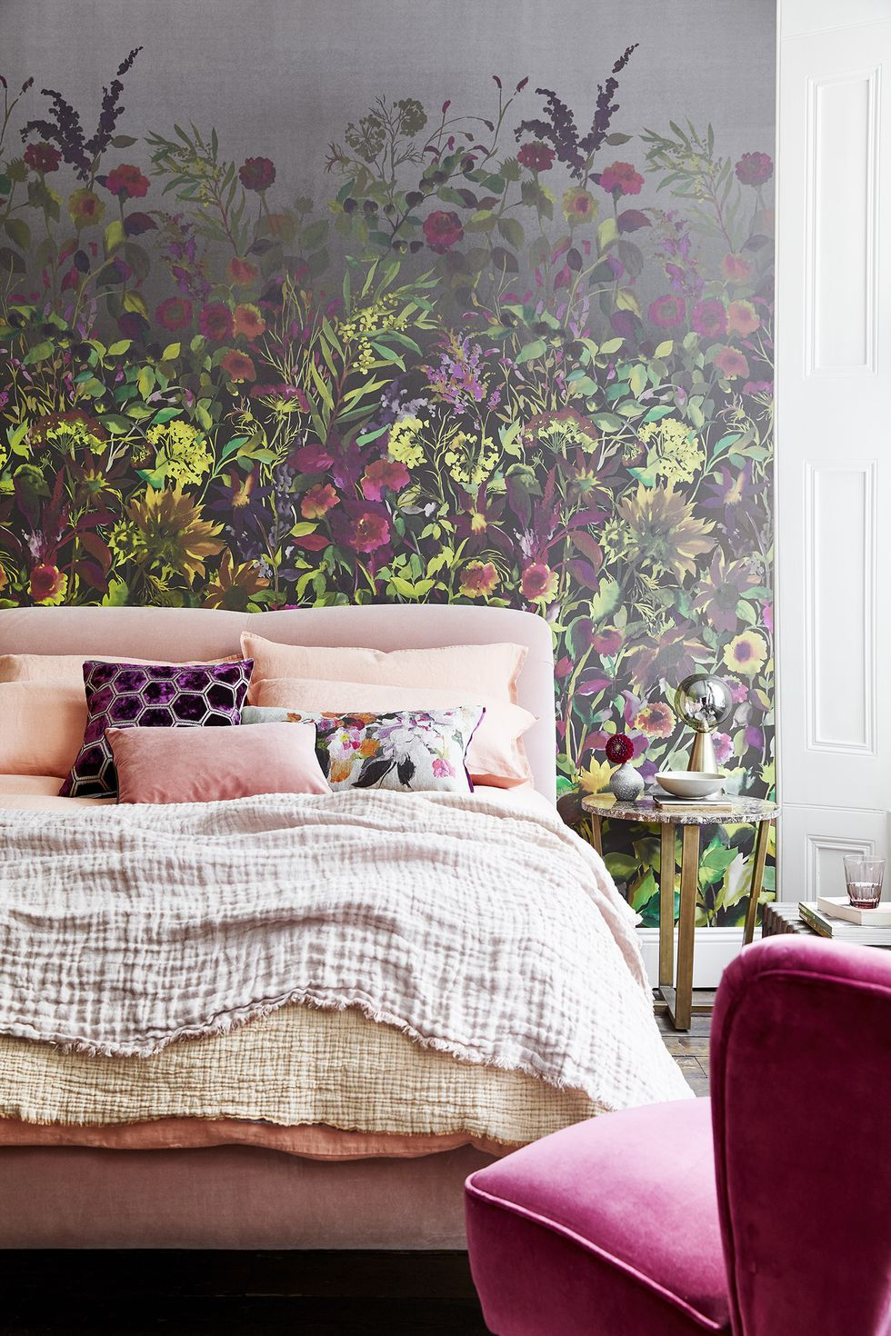Kontrastvegg til soverom med blomster